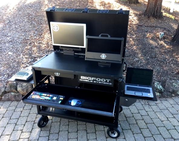 Bigfoot DoubleRack with swingup VESA mont and swing up 6RU rack open