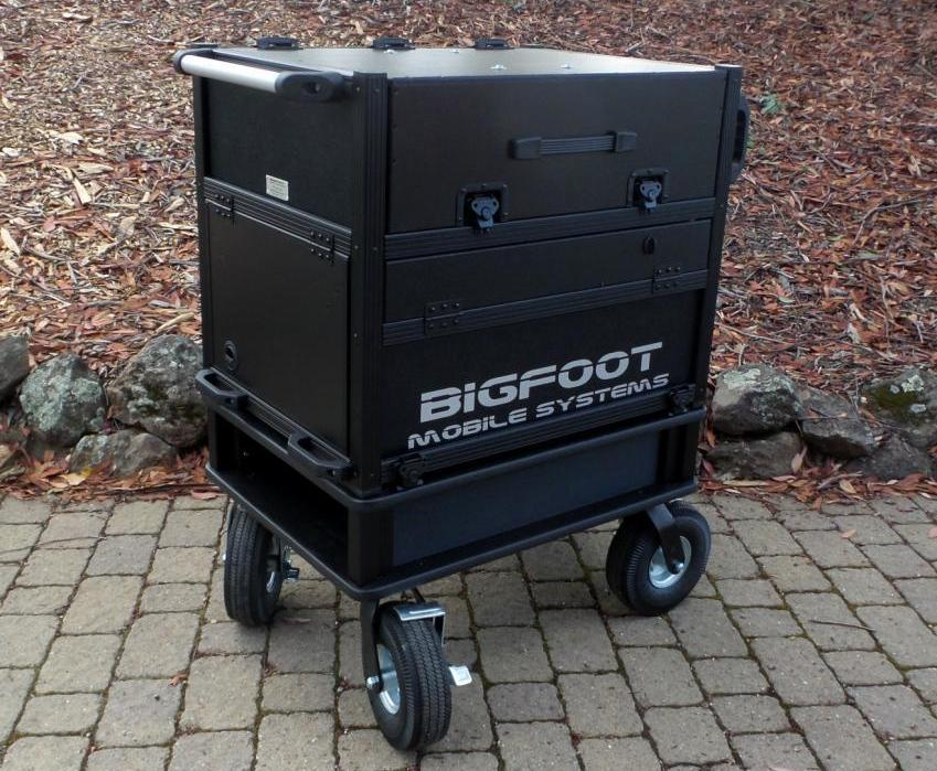 Bigfoot 'Side Operator' System Cart with Dua monitors closed