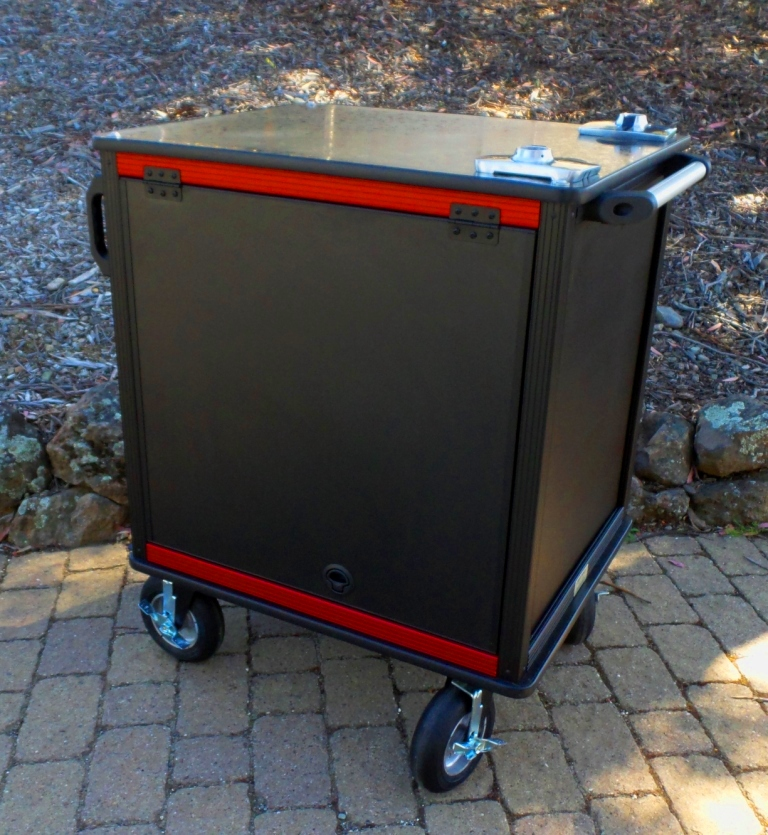 SingleRack Cart, solid top with Dual monitor mounts closed