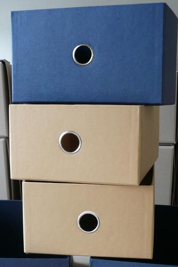Schuhboxen mit Griffloch