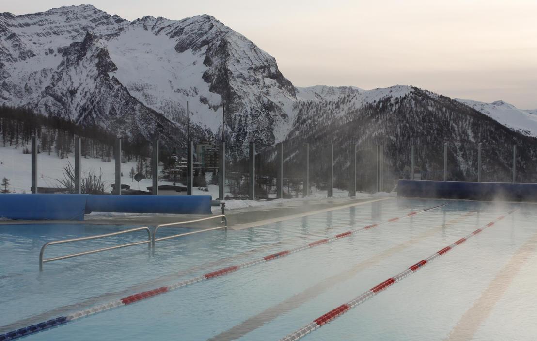 PISCINA SESTRIERE vasca esterna inverno