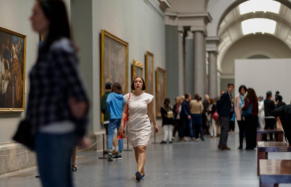 Acción Persiles. Museo del Prado. Final de la acción con la silbatriz Marisa Pons.  Copyright Ángel Martínez - El Instante Fundación