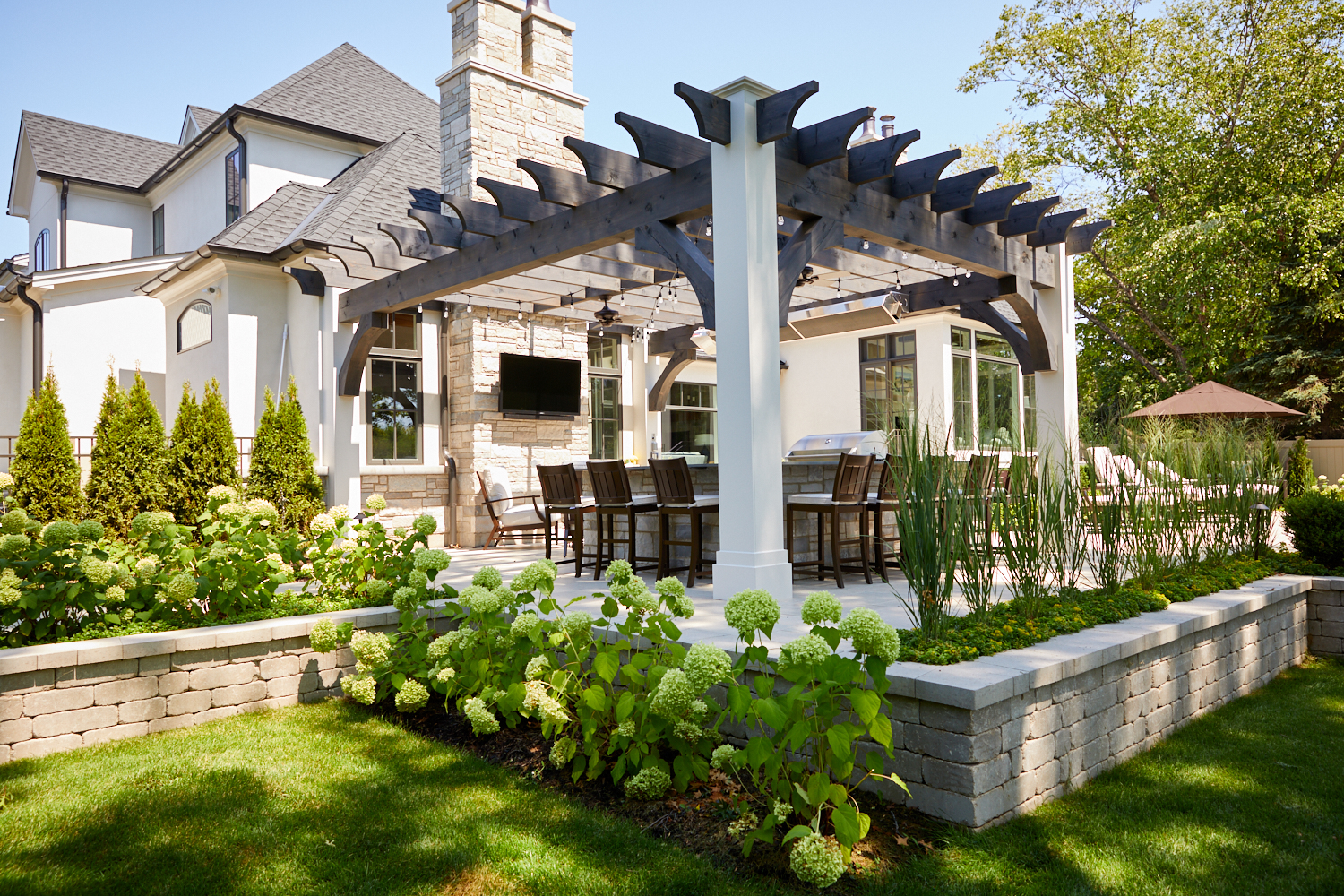 Pergola and retaining wall Wheaton