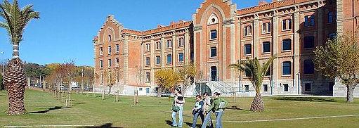 Centro_Universitario_de_Plasencia.jpg