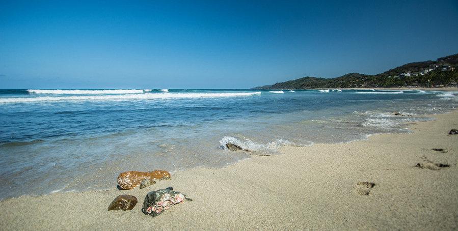 Sayulita+beach+by+apasciuto-900px.jpeg