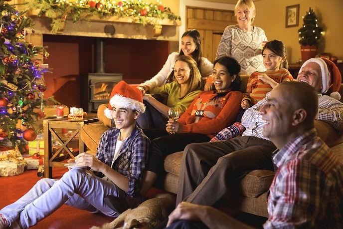 Christmas-family-watching-TV-700x467.jpg