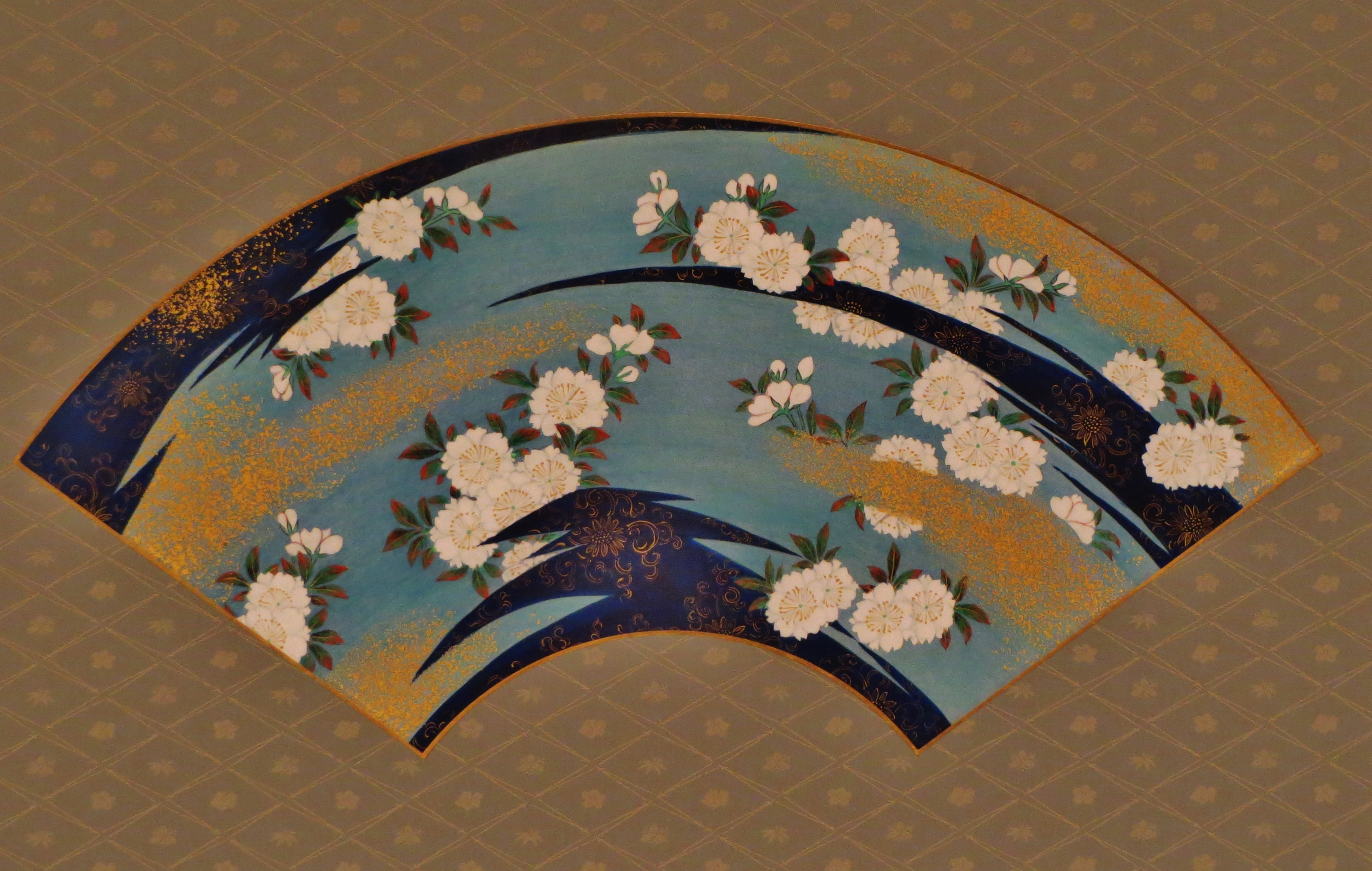 掛軸・鬘扇 霞に桜花図