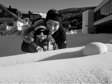 Skifreunde: die Pisten sind schon so weit