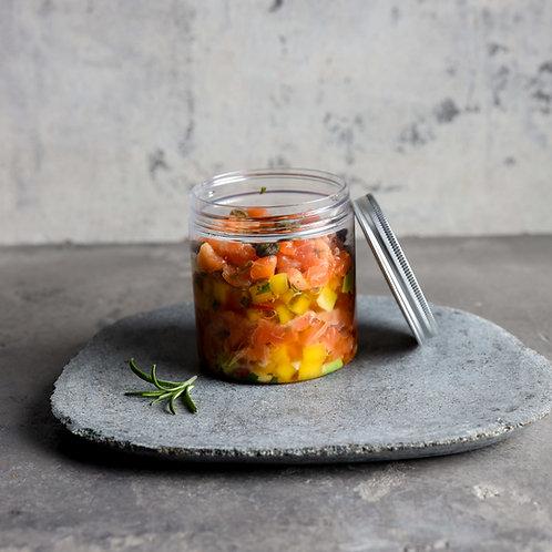 Lašišos tartaras su mango salsa