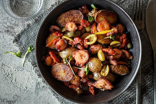 Salotos su aštuonkoju,  chorizo dešra, alyvuogėmis ir  bulvytėmis (0,5 kg)