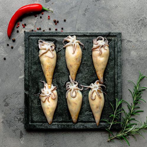 Sūriu ir džiovintais pomidorais įdaryti mažieji kalmarai (paruošti kepti) 6 vnt