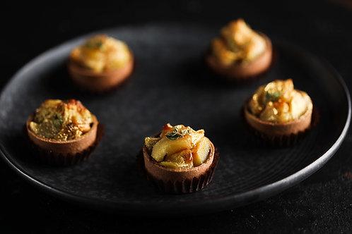 Mini tartatinas su obuoliais ir sūria karamele  (5vnt.)