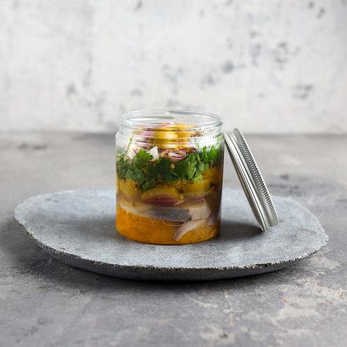 Silkės su apelsinais, alyvuogėmis ir raudonaisiais svogūnais 0,5kg.