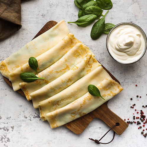 Lietiniai blyneliai su sūriu ir špinatais su grietine. (6 vnt.)