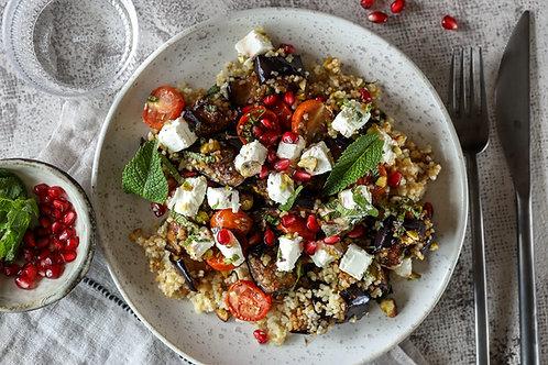 Salotos su keptais  baklažanais, pomidorais, granatais  ir mėtų užpilu (0,5 kg)