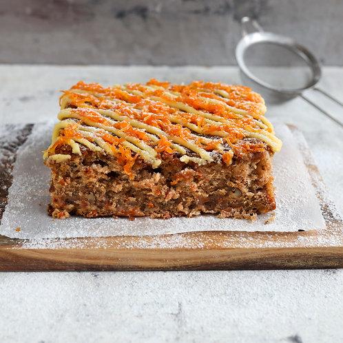 Morkų pyragas su riešutais ir apelsinų glajumi (0.5 kg)