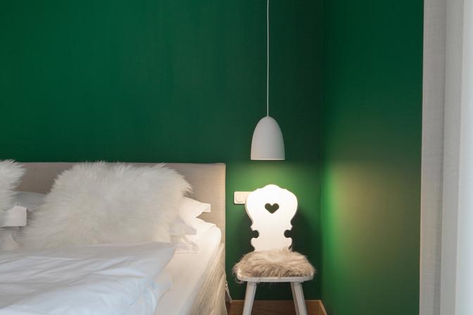 BX_Schlafzimmer-dunkles-gruen.jpg