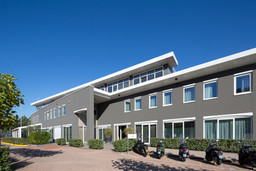 BX_Hotel-graue-Fassade.jpg