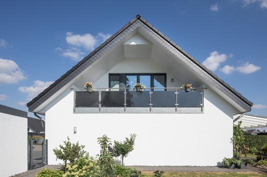 BX_Einfamilienhaus-weisse-Fassade-2.jpg