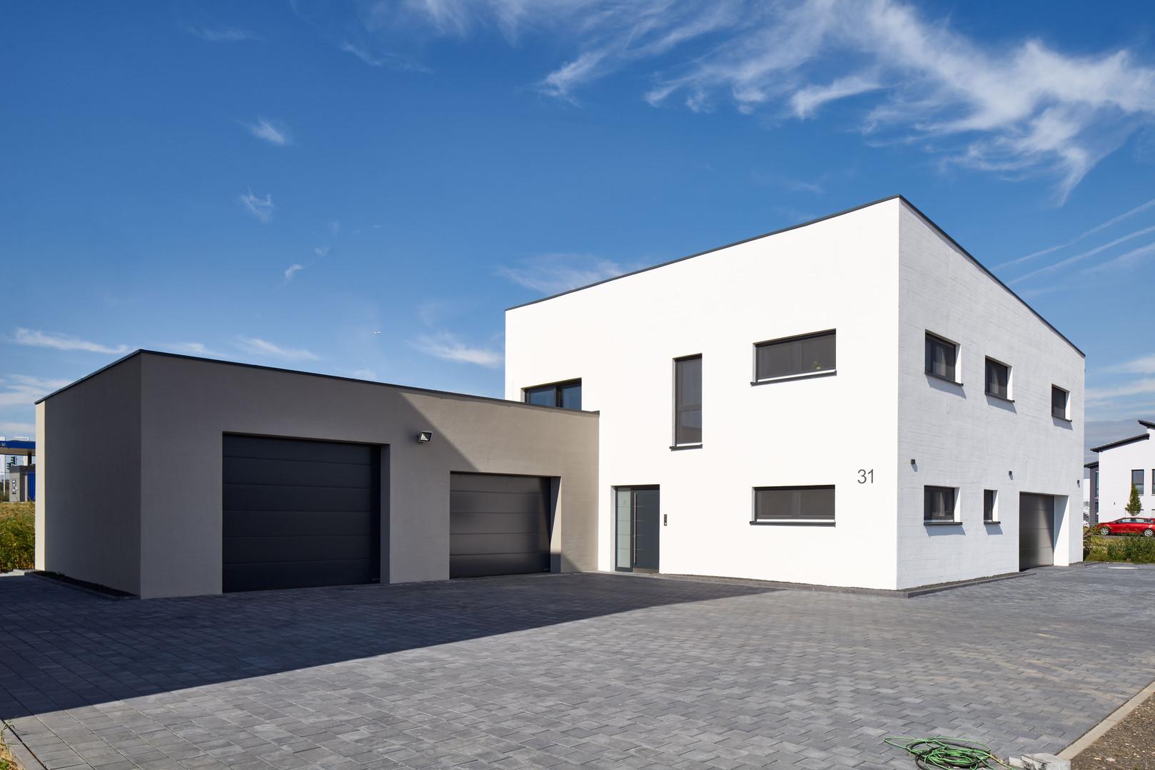 BX_Einfamilienhaus-weisse-Fassade.jpg