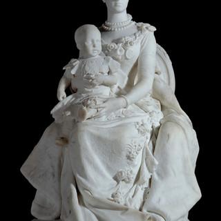 La reina regente María Cristina y Alfonso XIII niño