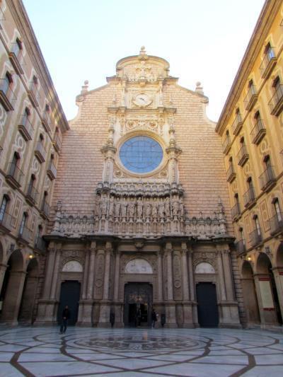 Conjunt escultòric de la façana de la Basílica de Montserrat