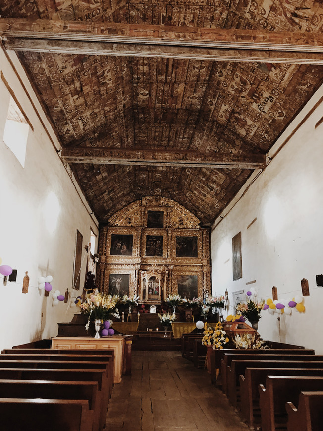 The Temple of the Apostle Santiago in Tupátaro. Świątynia Apostoła Santiago w Tupátaro.