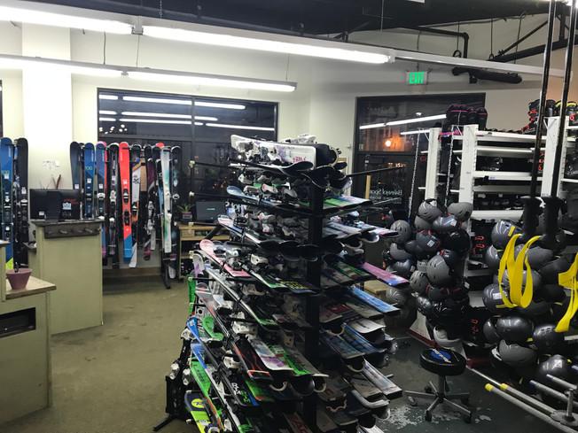 Where to rent ski equipment. Gdzie wypożyczyć narty.