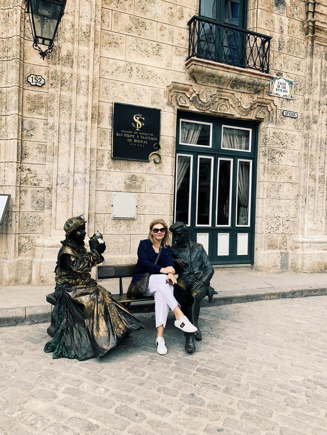 San Francisco Square with Chopin bench. Plac Św. Franciszka z ławeczką z Chopenem.