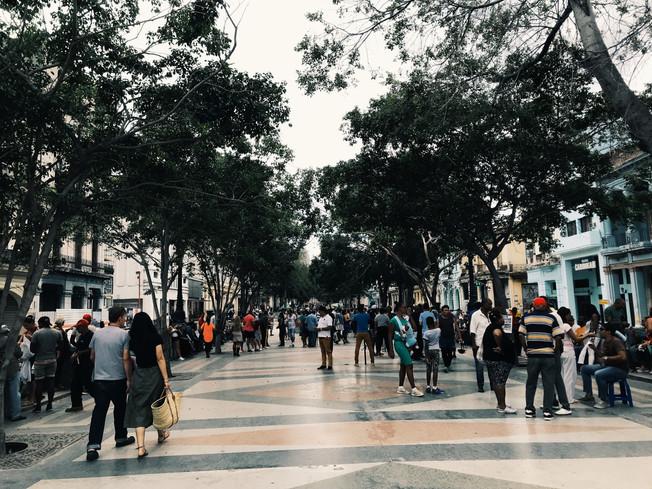 Paseo Del Prado Boulevard y El Malecón Promenade in Havana, Cuba.