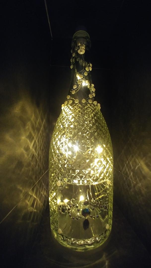Diamonds and pearls - lit