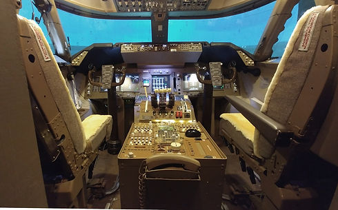 747 full cockpit sim 7.jpg