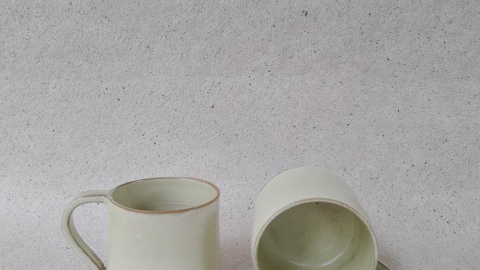 set of 2 - Cream coloured tea cups
