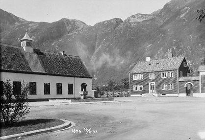 Folkets hus og byporten.jpg