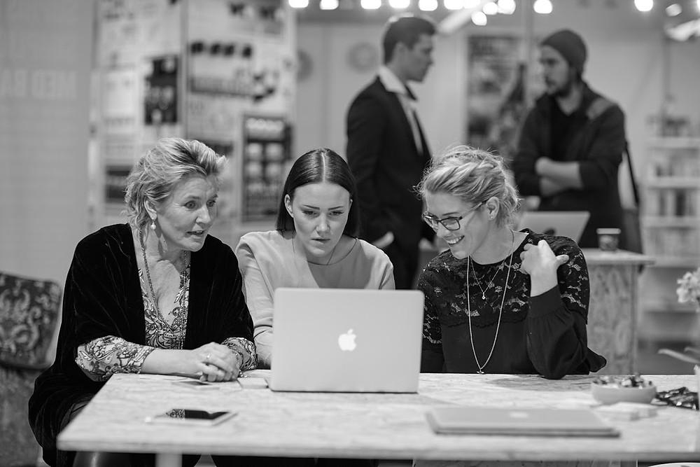 Butikkene Christina og Monica med Lise Grunderhjelpen