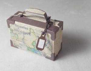 Papierkoffer / Suitcase made of cardstock