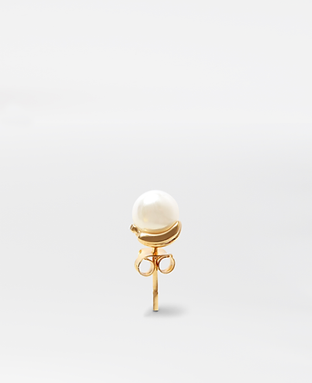 Chiquita Stud, in gold.
