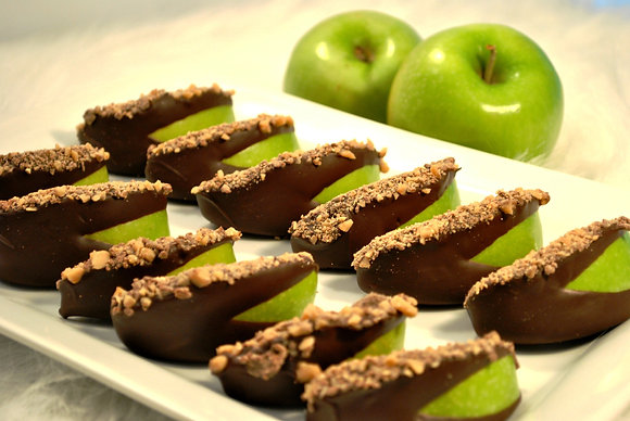 """""""Chocolate Dipped Toffee Crunch Apple Wedges"""""""
