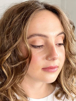 Natural skin, eyeliner