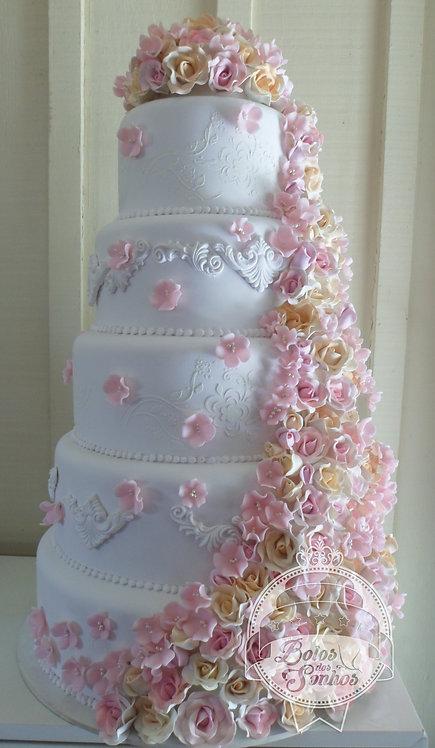 Bolo Cascata de rosas R9059
