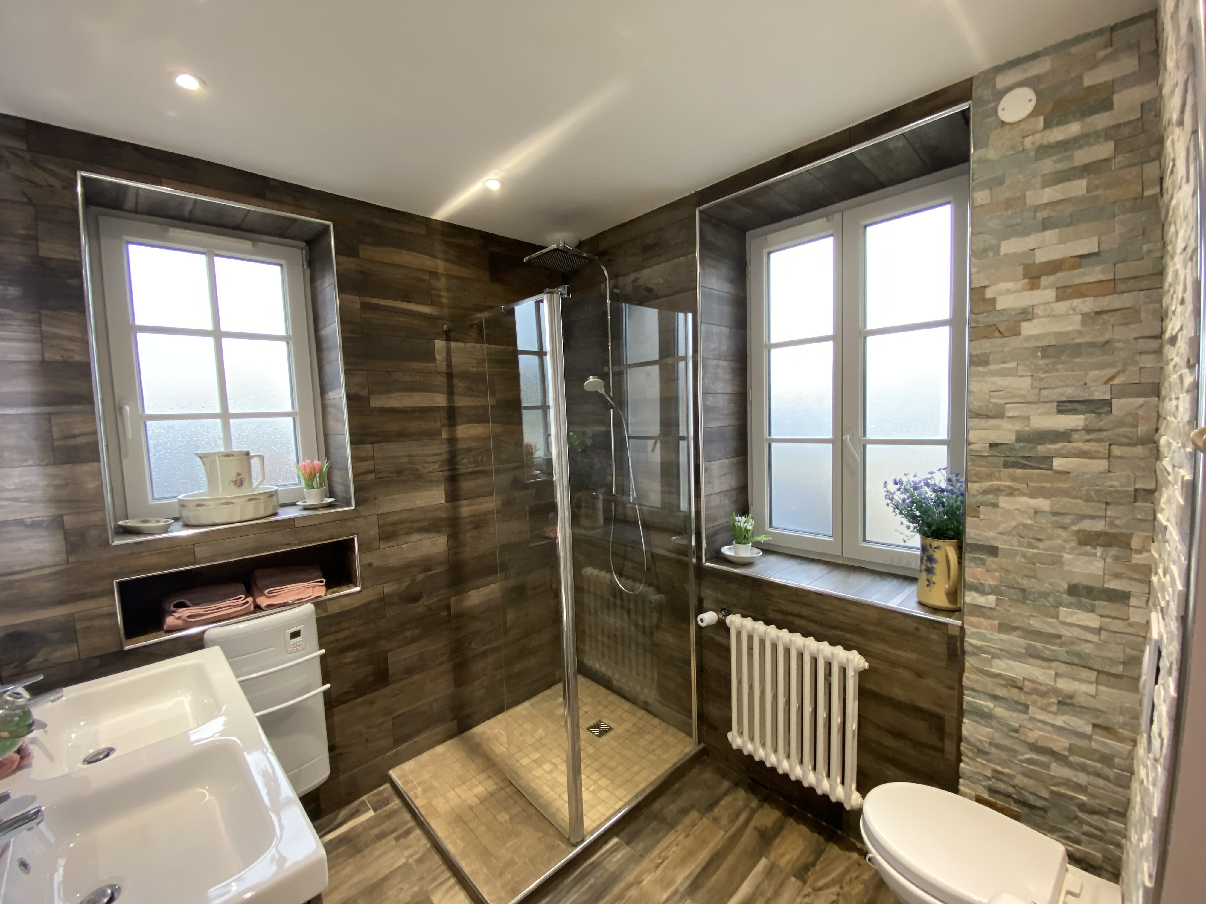 DDAY AVIATORS Le Manoir Bathroom B7