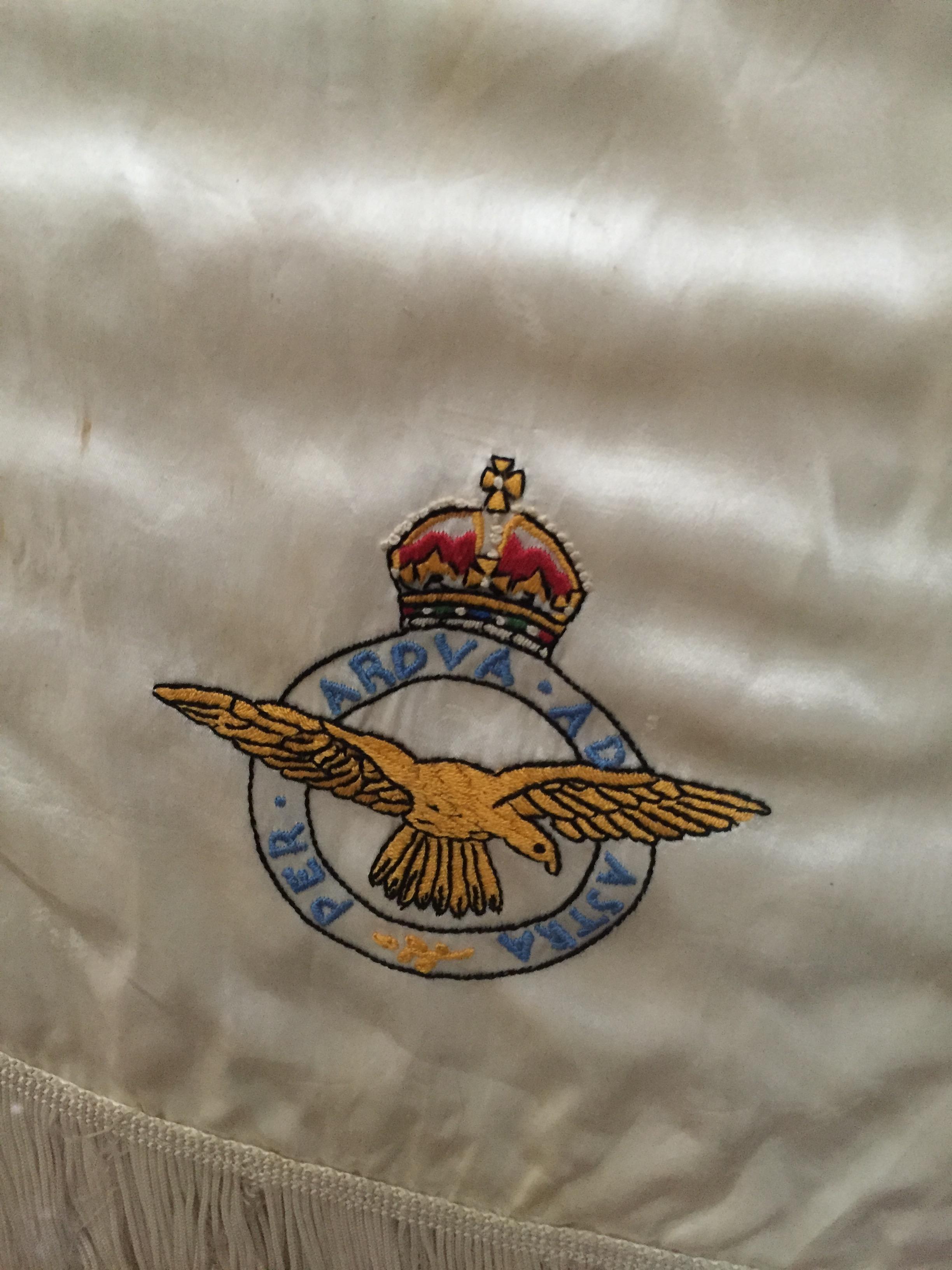 RAF pilot slik scarf