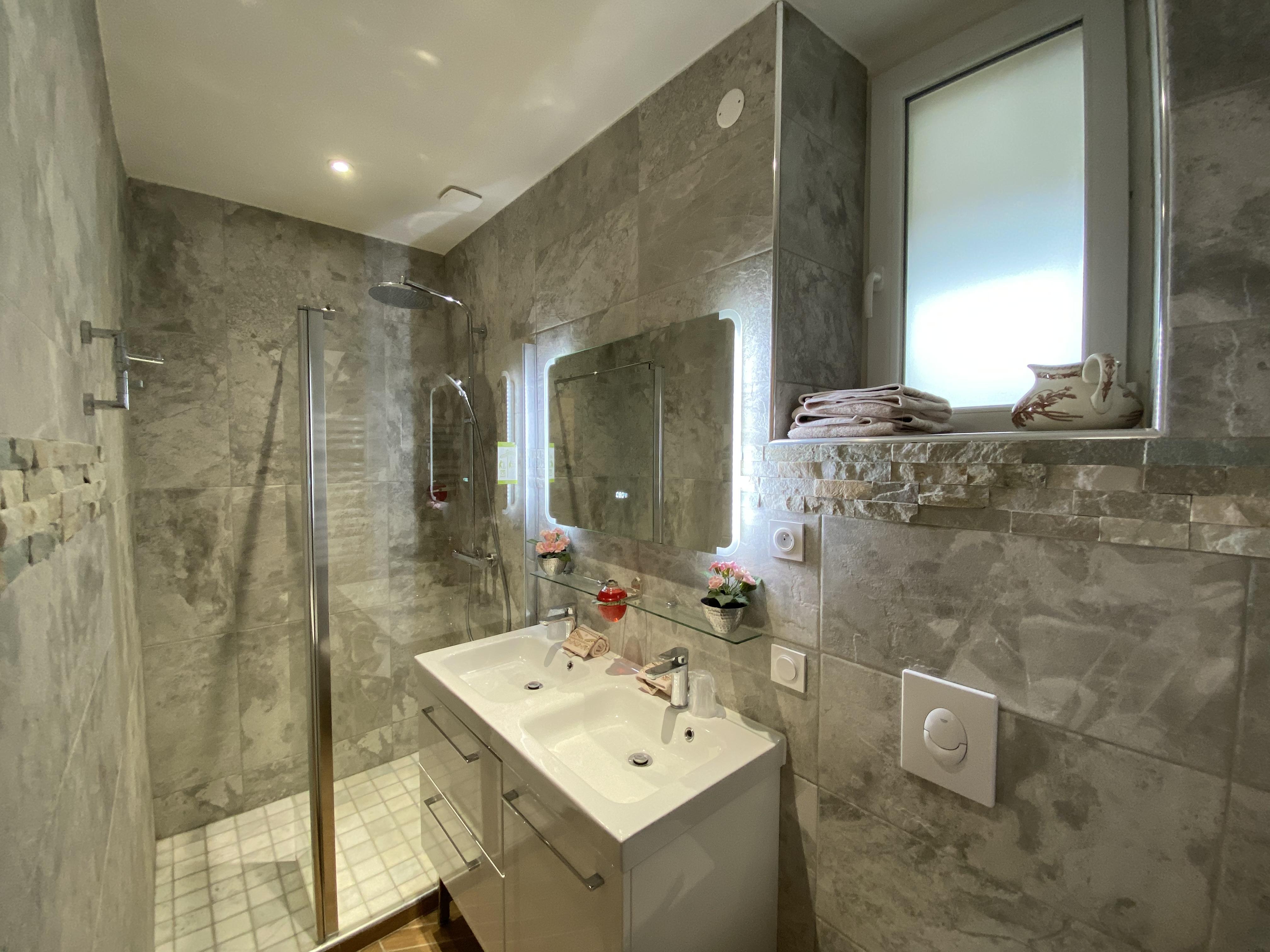 DDAY Aviators Le Manoir Bathroom B8