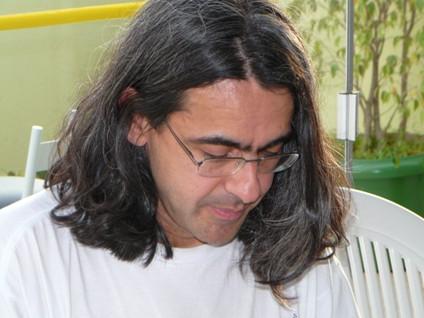 Alan Yuri é professor particular de inglês em Curitiba