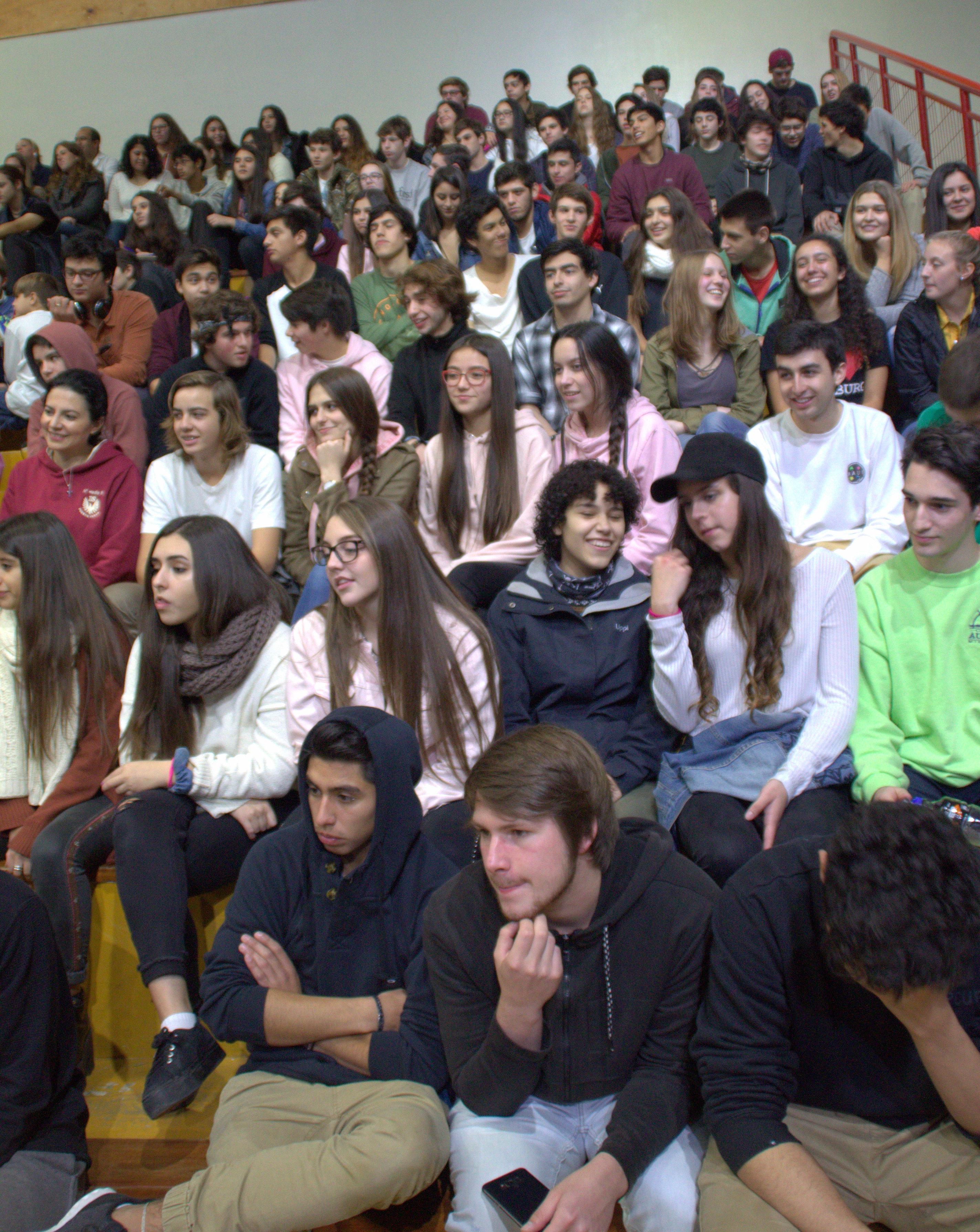 alumnos_festejando_su_día