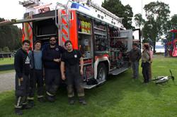 carro de bomberos con los guardianes del bosque