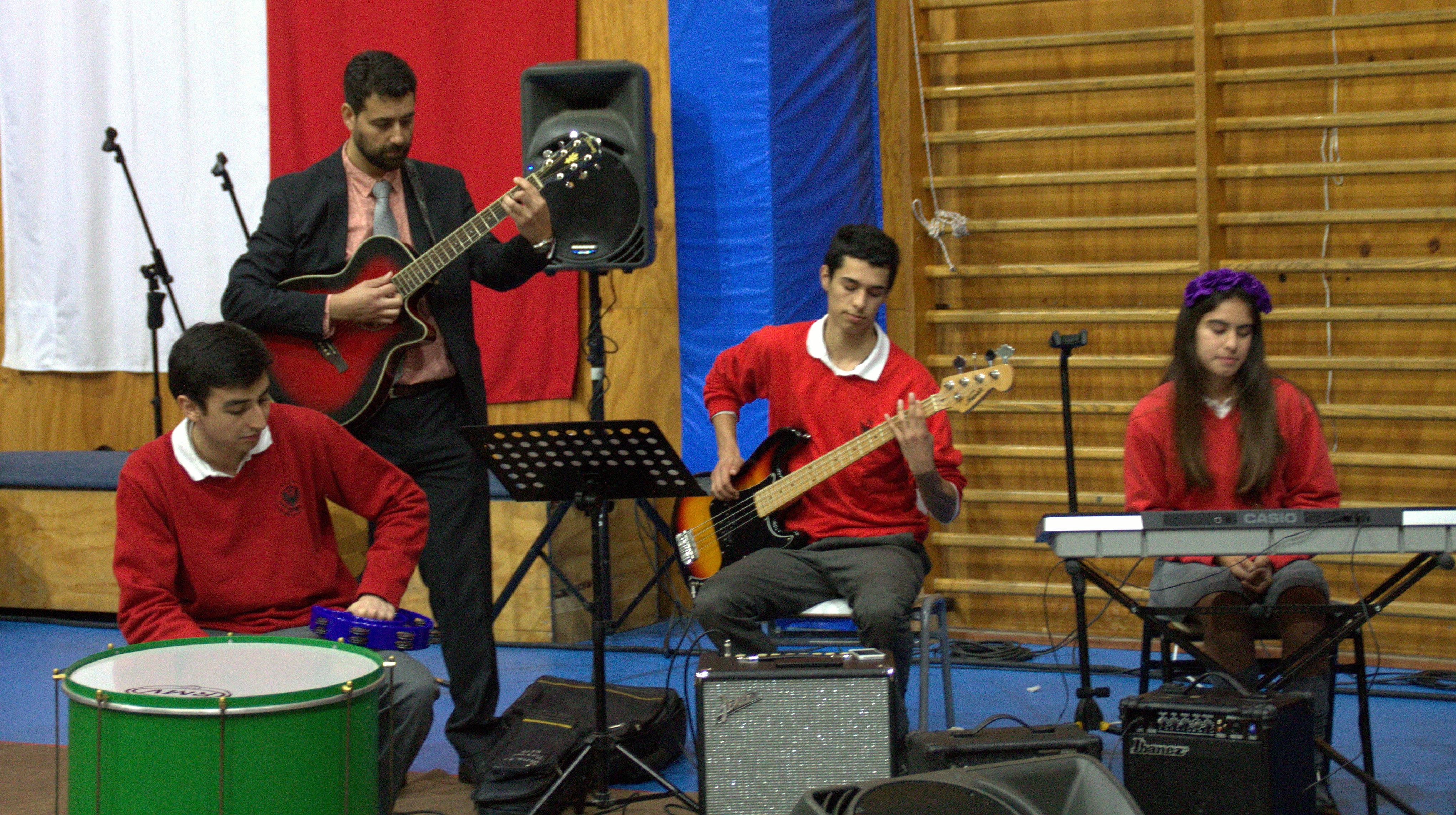 banda_con_profesor_gabriel_de_música