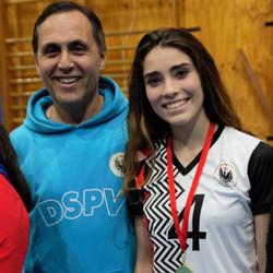 Con el entrenador sacando medalla a mejor deportista Liga escolar de Voley 2018_edited