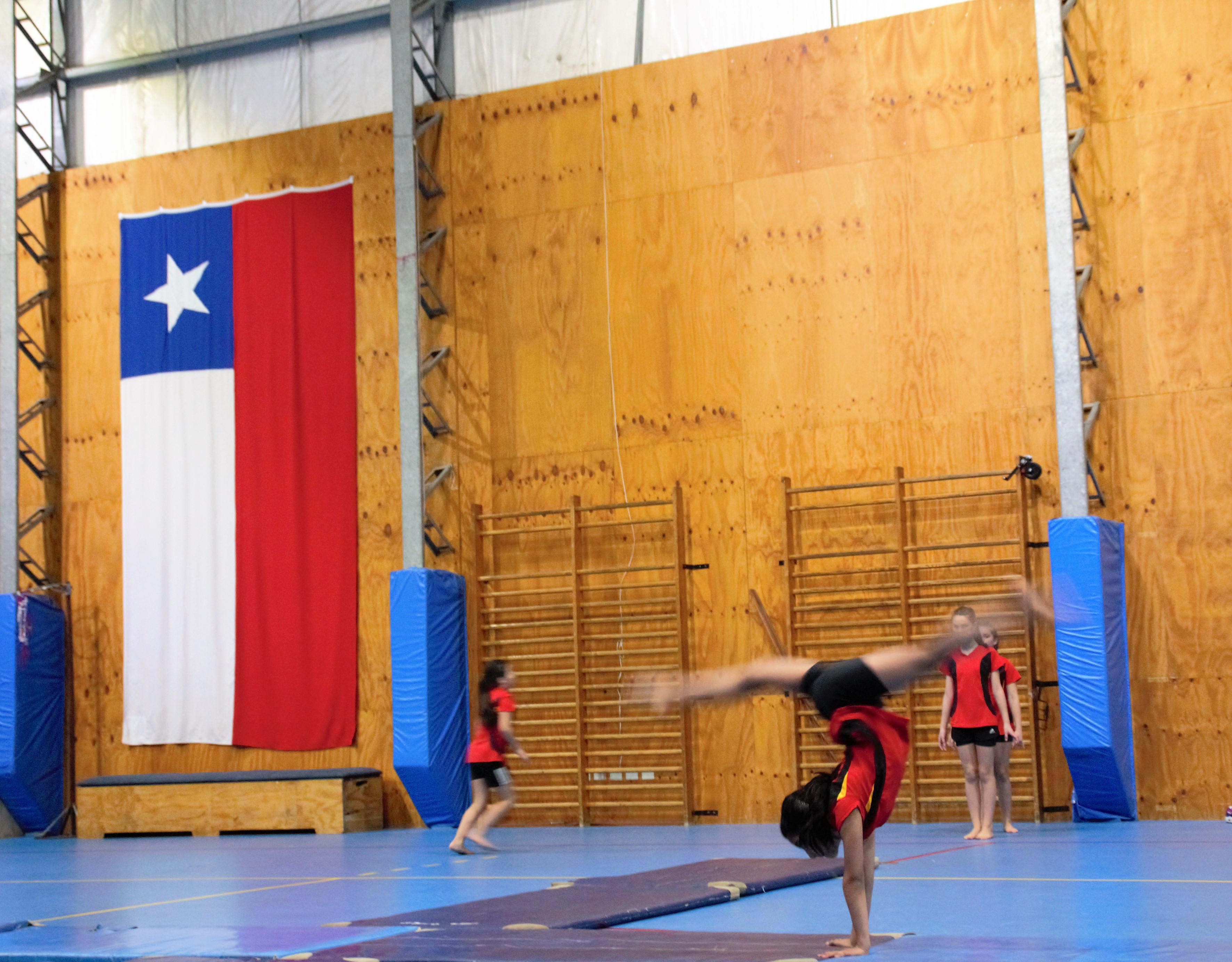 Muestra_de_gimnasia_artística_de_nuestro_deutsche_Schule_Puerto_Varas