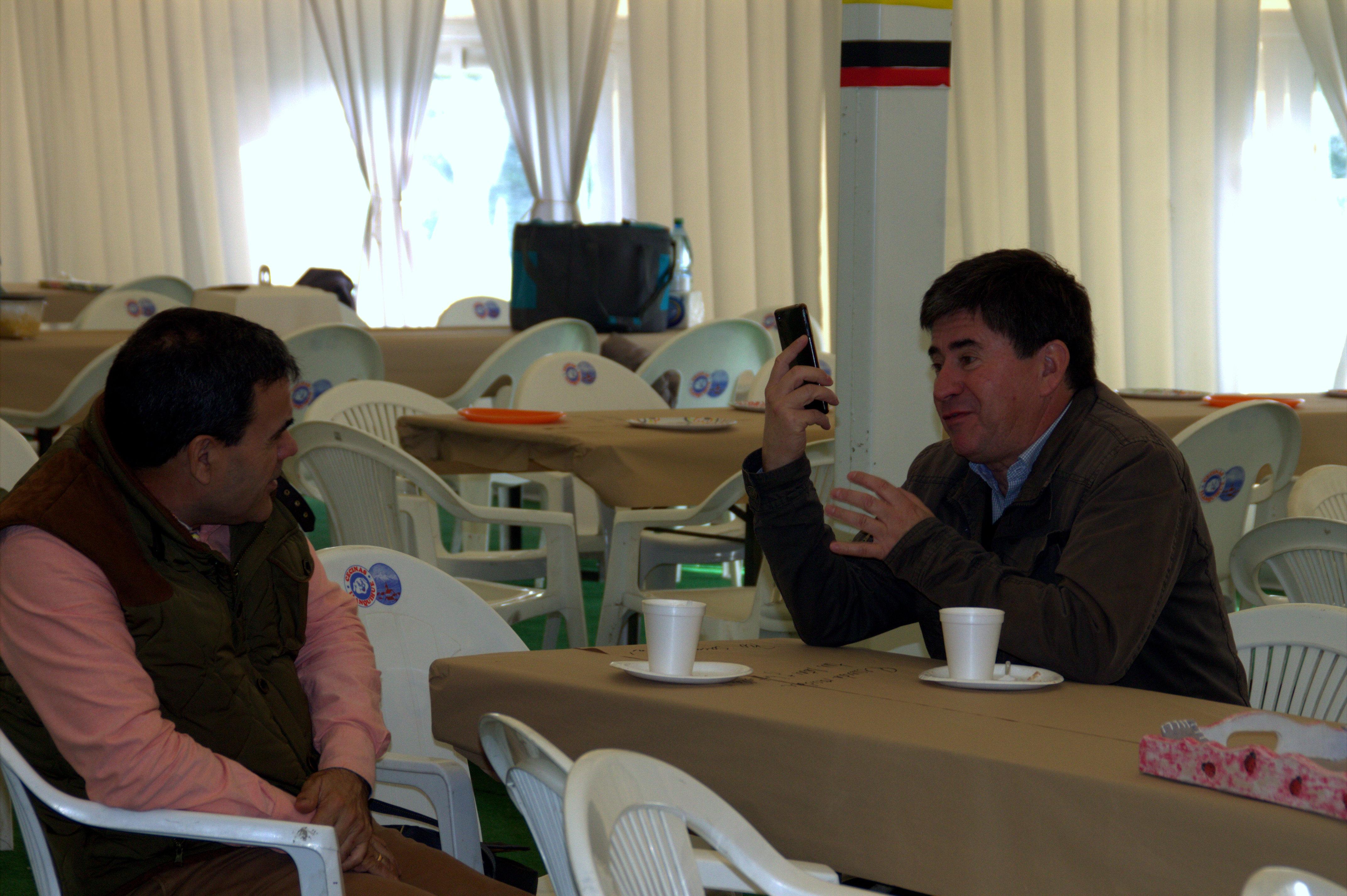 Carlos Lang y Christian Kuschel, los pirmeros en llegar a apoyar la causa